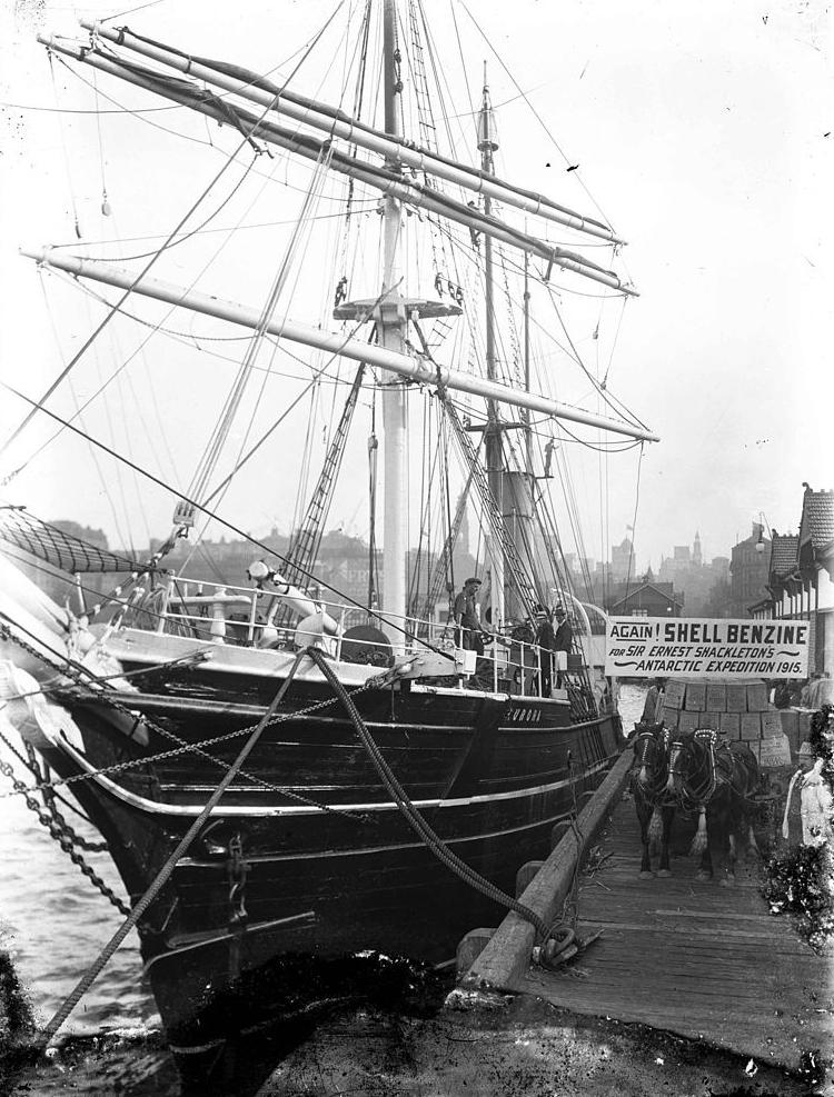 Aurora_1914_Sydney_Harbour